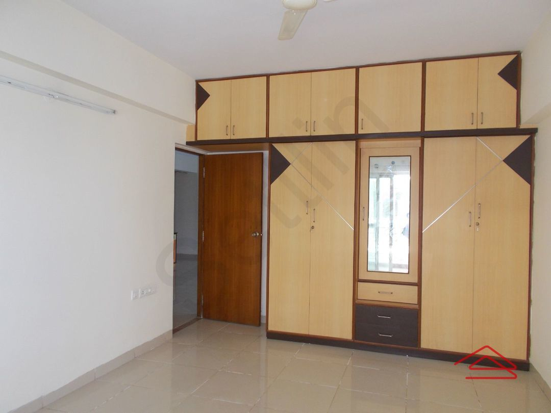 13M3U00115: Bedroom 1