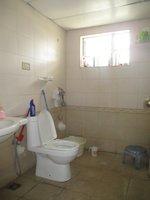 14J7U00001: Bathroom 1