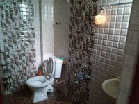 14A4U00244: bathroom 1