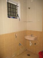 11OAU00380: Bathroom 2