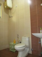 15A4U00172: Bathroom 2