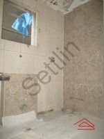 10DCU00348: Bathroom 1