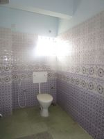 13J7U00196: Bathroom 2