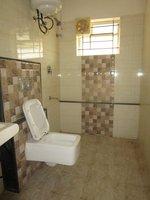 13S9U00006: Bathroom 2