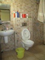 14F2U00015: Bathroom 2