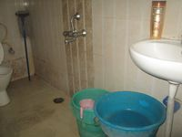 13M5U00803: Bathroom 2