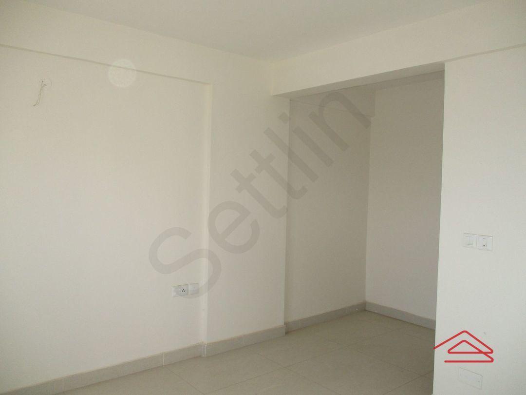 12S9U00101: Bedroom 1