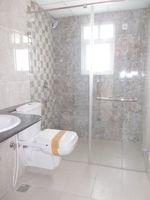 13A4U00235: Bathroom 1