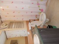 12S9U00136: Bathroom 2