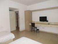 12S9U00136: Bedroom 1
