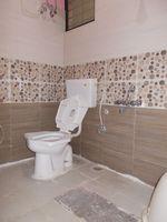 13J1U00208: Bathroom 2