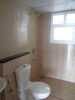 12NBU00116: Bathroom 2