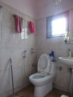 15J1U00007: Bathroom 1