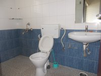 13A8U00092: Bathroom 1