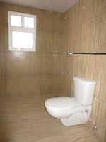 13J6U00157: Bathroom 1