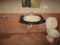 10NBU00373: Bathroom 1