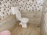 13M5U00549: Bathroom 1