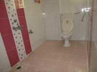 13S9U00104: Bathroom 3