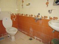 13S9U00104: Bathroom 1