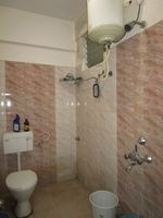 13M5U00129: Bathroom 2