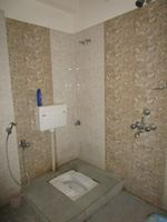 13M5U00129: Bathroom 1