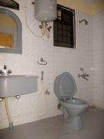 13M5U00751: Bathroom 2