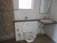 13J7U00033: Bathroom 1