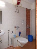 12F2U00014: Bathroom 1