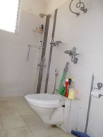 12F2U00014: Bathroom 2