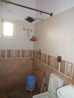 12NBU00233: Bathroom 1
