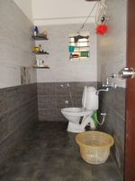 13J1U00171: Bathroom 2