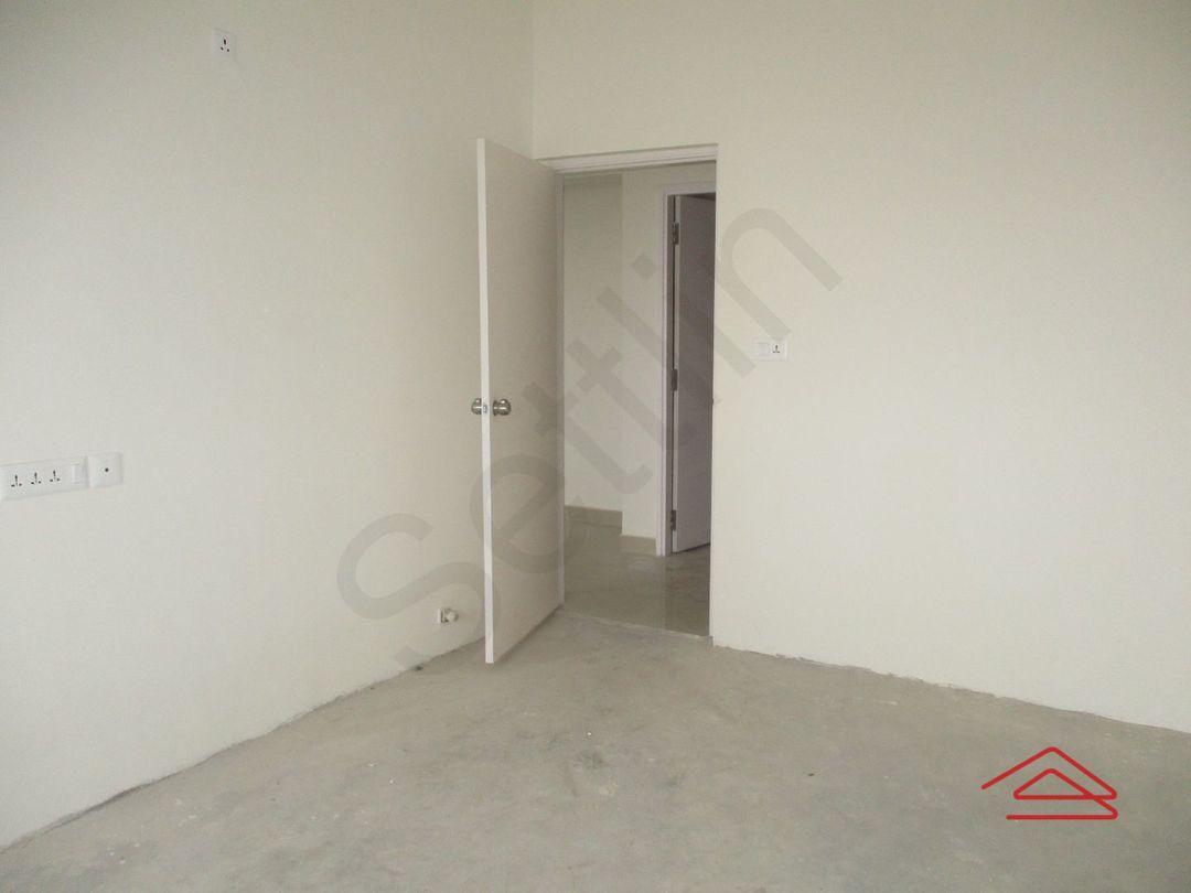12J7U00275: Bedroom 1
