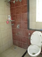 12OAU00041: Bathroom 2