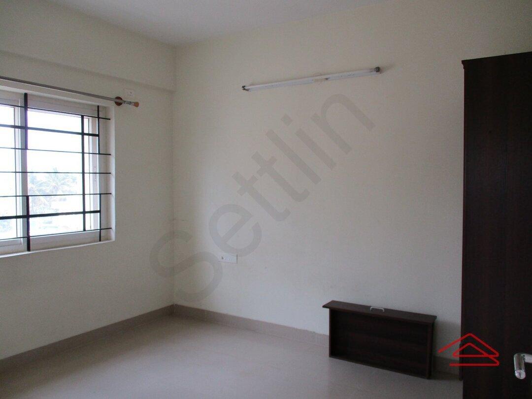 15S9U01110: Bedroom 1