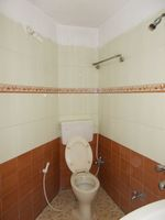 13M5U00741: Bathroom 1