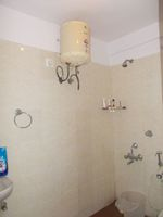 13M3U00324: Bathroom 1