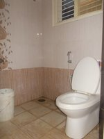 14J6U00195: bathrooms 1