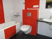 12DCU00221: Bathroom 2