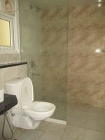 12M5U00075: Bathroom 2