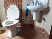 12OAU00210: Bathroom 1