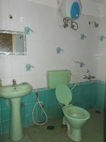 13J7U00038: Bathroom 2