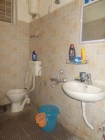 14J1U00424: Bathroom 1