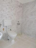 13M5U00628: Bathroom 2
