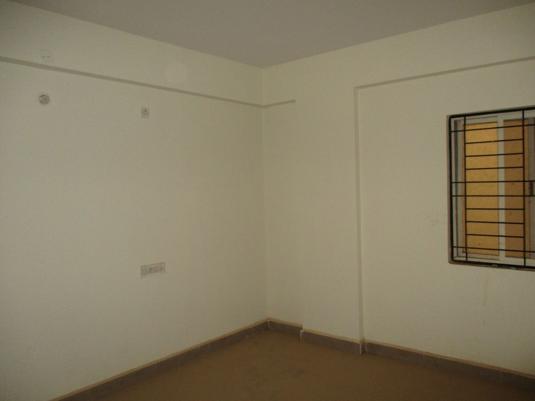 10J6U00570: Bedroom 1