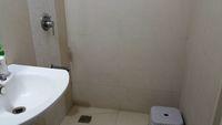 12J1U00158: Bathroom 2