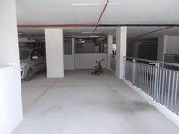 12A4U00144: parking 1