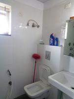 12DCU00200: Bathroom 1
