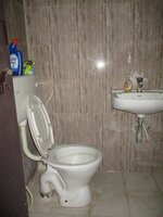 15J7U00109: Bathroom 1