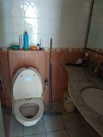 13J6U00077: Bathroom 2