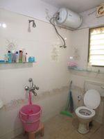 13J7U00114: Bathroom 2